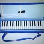 pianika biru